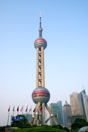 perlas: Torre Perla de Oriente, distrito financiero de Pudong, Shanghai, China Editorial