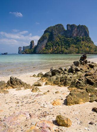 onbewoond: Onbewoond eiland van Andamanse Zee, Krabi provincie, Thailand
