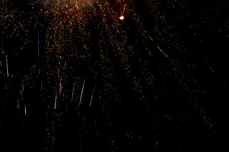 Abstract background gold and red colored fireworks during a night time celebration Banque d'images