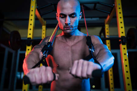Bodybuilder intense workout using resistance bands Banco de Imagens