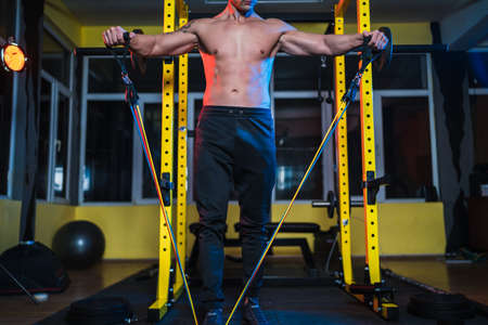 Bodybuilder workout using resistance bands Banco de Imagens