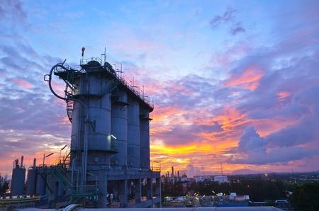 paesaggio industriale: Silos in Petrolchimica
