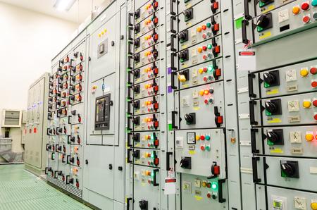 circuitos electricos: Subestación eléctrica de la planta industrial Foto de archivo