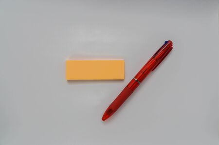 isolated multicolour pen with mock up sticky note for reminder message
