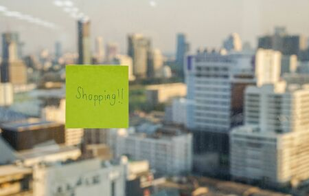 sticky note icon of time to go shopping Stock Photo