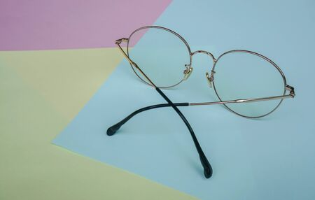 place eyeglasses to cut blue light from computer and smartphone