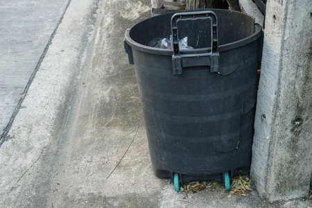 black plastic trash bin in front of the house 版權商用圖片