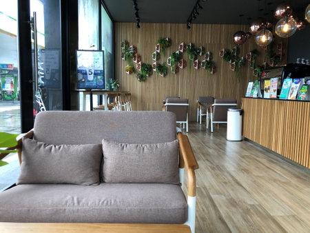 Bangkok / Thailand - October 09 2020: comfy sofa with modern interiors design in Intanin Cafe 新聞圖片