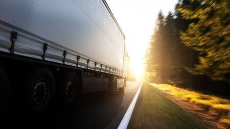 Truck on the road 版權商用圖片 - 130136739
