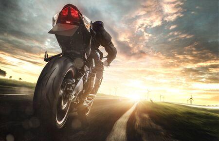 Motorrad auf Hochtouren Standard-Bild