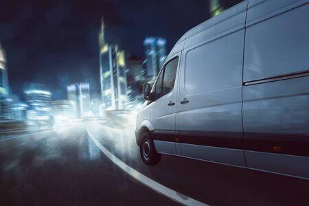 Delivery van drives at night 版權商用圖片 - 130136915