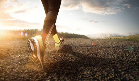 Jogger hält sich beim Sport fit