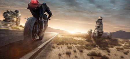 Motorbike rides in the sunset 免版税图像