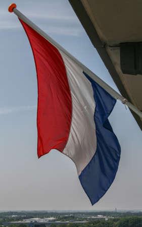 荷兰国旗在风中挥舞着皇后生日
