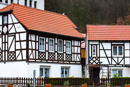 Een half houten huis in een dorp in Thüringen