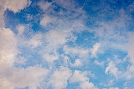 Blue summer sky with scattered clouds Stockfoto