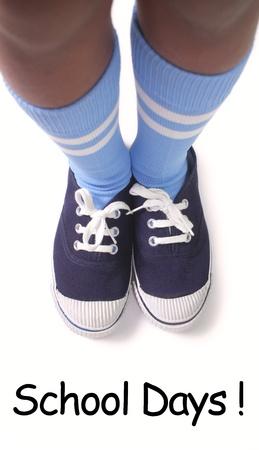 zapatos escolares: Joven chico listo para ir a la escuela