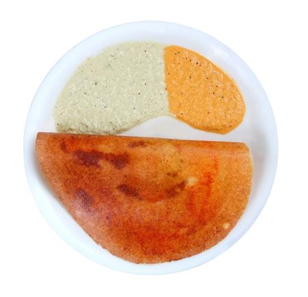 chutney: Masala Dosa con diferentes tipos de salsa picante en un plato