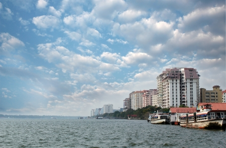 tourism industry: Economic capital of indian state of kerala - Kochis skyline facing sea. Also called Cochin, Kochi is fast becoming major ecocnomic hub in south india.