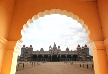 maharaja: View of beautiful & historical mysore palace from an arch. The palace is a historic monument located in mysore in south karnataka, India and is a huge tourist attraction.
