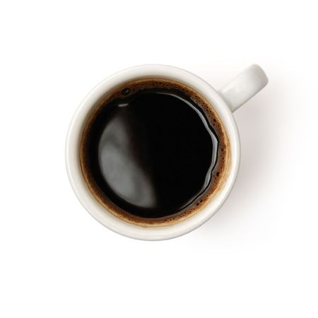 Bovenaanzicht van een kopje koffie geïsoleerd op witte achtergrond