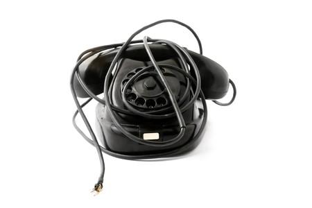 Oude telefoon met gebroken draad, zonder verbinding met de buiten wereld Stockfoto