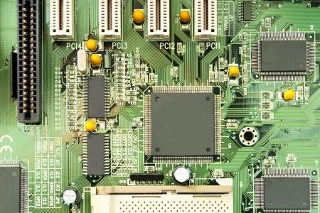 Technologie: een computer moederbord met elektrische paden en elektronische componenten Stockfoto
