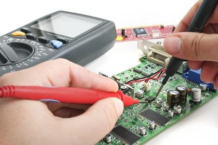 Herstellen van computerhardware in het lab technicus Stockfoto
