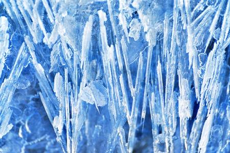 Ijs textuur met kristallen in de vorm van naalden. Kan gebruikt worden voor de kerst achtergronden