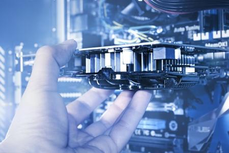 プリント回路基板を挿入するコンピュータ エンジニア 写真素材