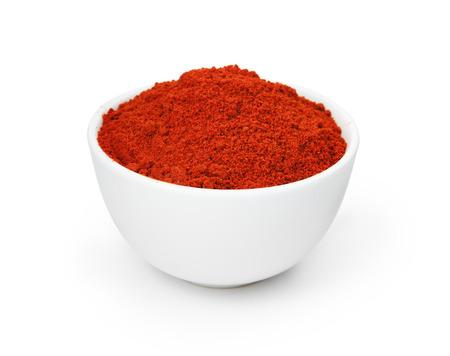 Rode hete peper kruiden in een witte kom