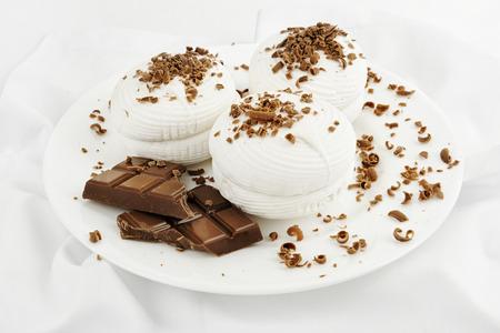 grinta: Bianco marshmallow dolce impolverato con cioccolato grinta Archivio Fotografico