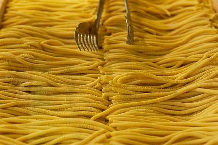 Craft Italian pasta produced by old technology in Venice, Italy Stockfoto