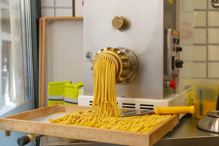 Craft Italian pasta production by old technology
