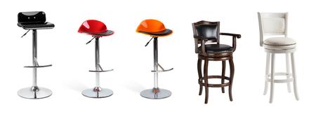 Conjunto de sillas de bar aislado en blanco. Sillas modernas y clásicas