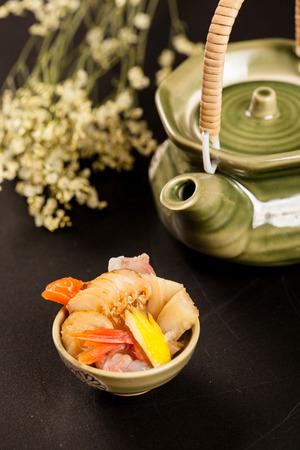 poner atencion: Cocina japonesa, variedad patr�n, hizo una cuidadosa, prestar atenci�n a la nutrici�n, la est�tica de cocina Foto de archivo