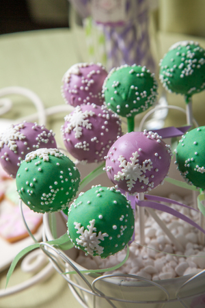 bamboo stick: Fondant cakes in lollipop style on a bamboo stick Stock Photo
