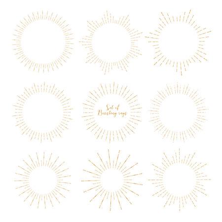 Satz goldener Sonnendurchbruchart lokalisiert auf weißem Hintergrund, platzende Strahlenvektorillustration.