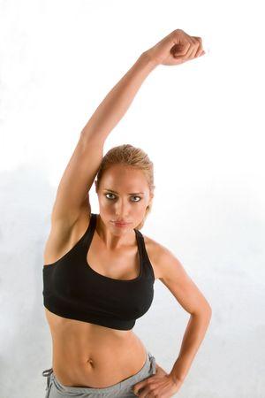 warm up: Femminile che svolgono warm up esercizio in palestra