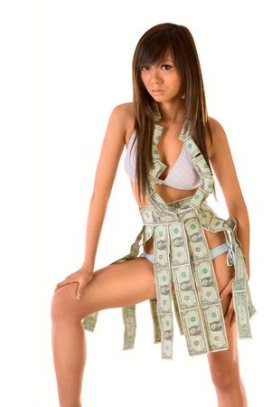 Aantrekkelijke Aziatische meisje gekleed in geld outfit