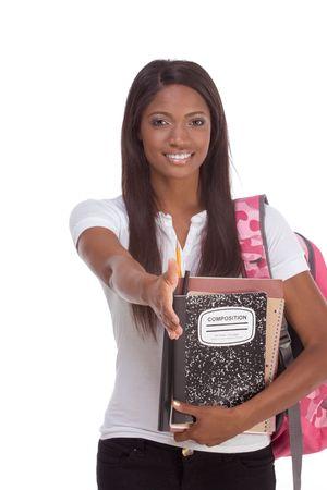brunnet: serie de la educaci�n - Friendly �tnico negro estudiante de preparatoria, con la mochila y la composici�n de libros, haciendo un gesto de saludo y de