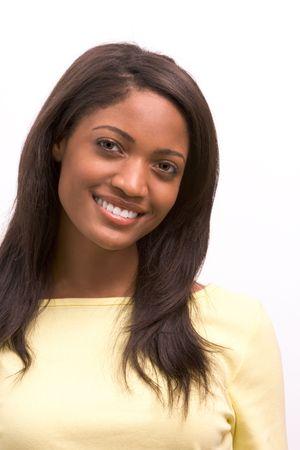 dentudo: Toothy sonrisa alegre de mujeres j�venes afro americano con el pelo largo oscuro