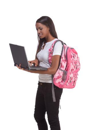 brunnet: plantilla de serie de educaci�n - estudiante de secundaria de amistad mujer negra �tnicos escribiendo en equipo port�til