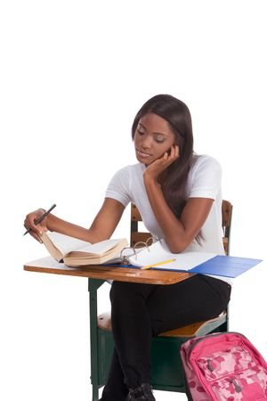 brunnet: nglish concurso de ortograf�a-abeja educaci�n serie - �tnicos negro femenino estudiante estudiando el diccionario que se prepara para el concurso de la prueba, examen o abeja de ortograf�a