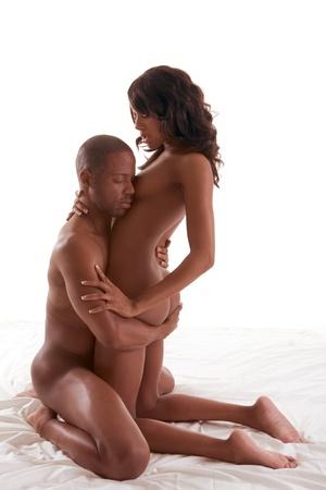 homme nu: Amoureux - afro-am�ricain noire amour faisant sensuelle couple au lit Banque d'images
