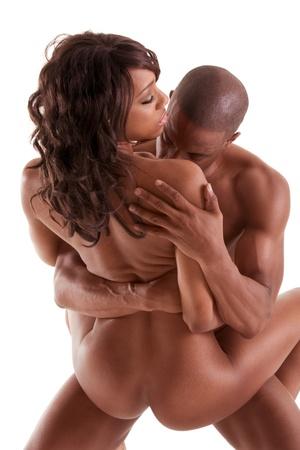 секс: Lovers - афро-американский черный чувственный пара занимается любовью