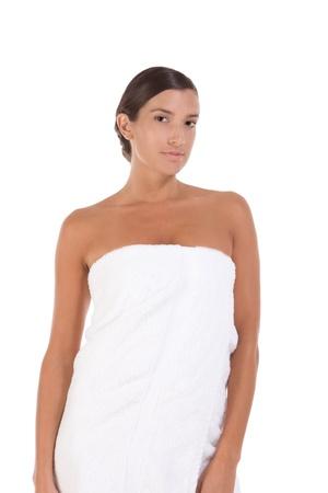 Jeune femme caucasienne enveloppé dans une serviette de bain Banque d'images - 10690904