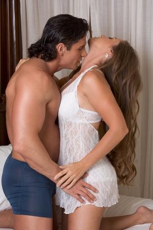 sexuales: Sexy pareja cauc�sica en juegos sexuales de amor y sexo Foto de archivo