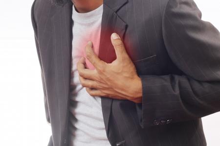 attacco cardiaco: Un uomo ha mal di cuore isolato in Archivio Fotografico