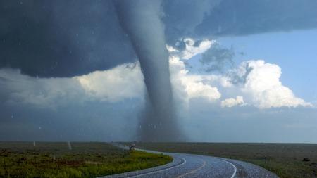 フィールドに竜巻グローバル嵐損傷ハリケーン